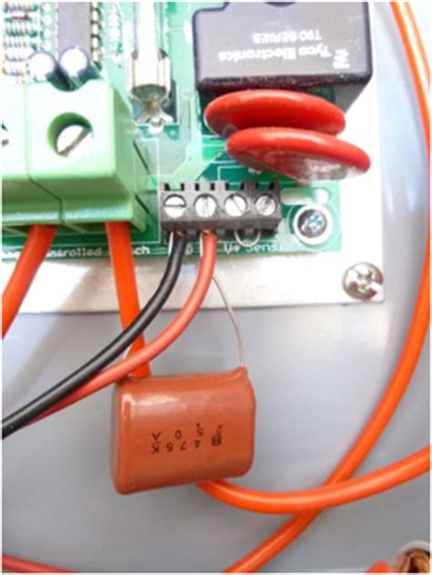 capacitor battery switch voltage switch carge congrol