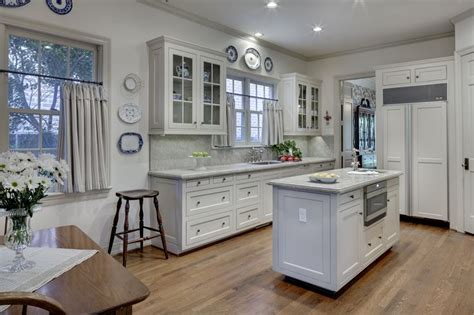 revere pewter kitchen cabinets cabinets and trim are painted benjamin moore revere pewter