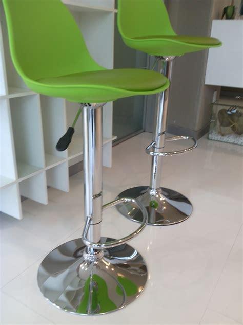 sgabelli colorati la seggiola sgabelli cucina fruit sedie a prezzi scontati