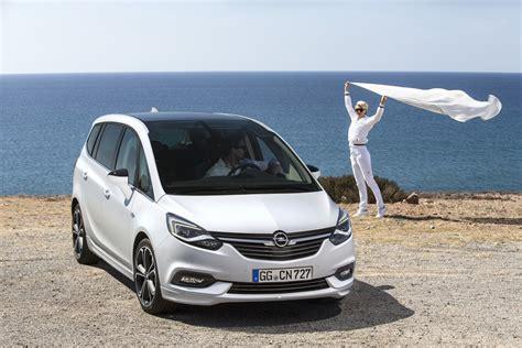 Opel Zafira Meet The Facelifted 2017 Opel Vauxhall Zafira Tourer W