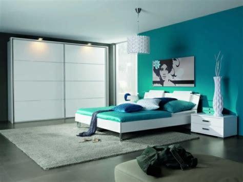 international bedroom designs 1001 id 233 es pour une chambre bleu canard p 233 trole et paon