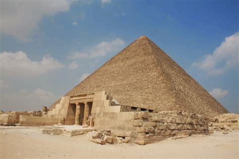 pyramid builders pyramid of giza tourist destinations