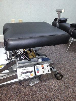 lloyd 402 flexion elevation table refurbished lloyd mcmanis flexion chiropractic table for