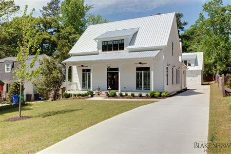 farmhouse styles farmhouse style in brookhaven blake shaw homes atlanta
