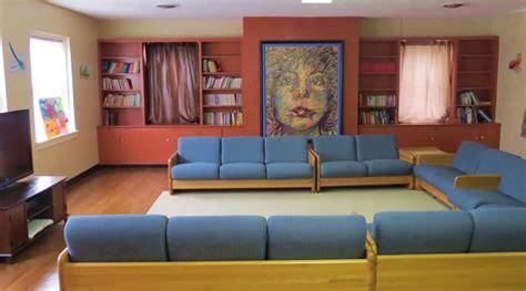 understated bedroom decor pop art interior design ideas 10 modern pop art living room interior design ideas