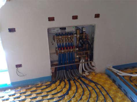 impianto a pavimento con termocamino impianto di riscaldamento termosifoni scelta