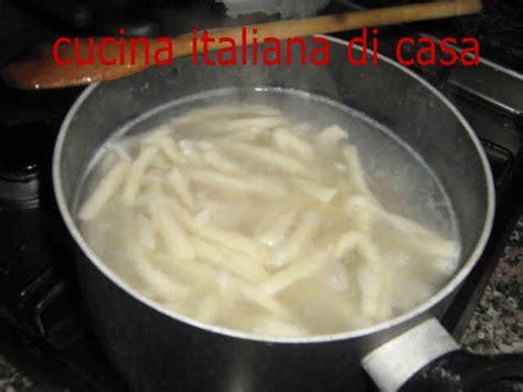 come cucinare gli strozzapreti come preparare gli strozzapreti con ragout di capriolo