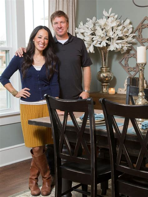 chip and joanna gaines from fixer upper our story magnolia a 1937 craftsman home gets a makeover fixer upper style