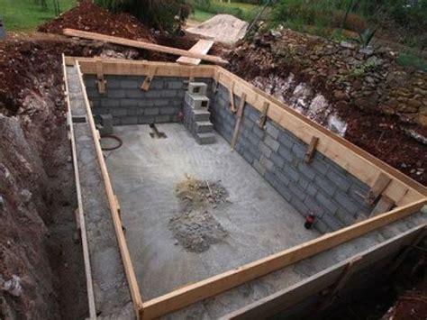 Délicieux Construire Sa Piscine A Debordement #3: les-travaux-de-construction-d-une-piscine-15052-664-0.jpg