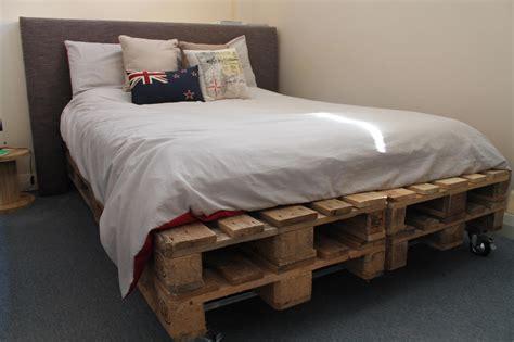 wooden pallet bed the refurbishing wood pallet furniture trellischicago