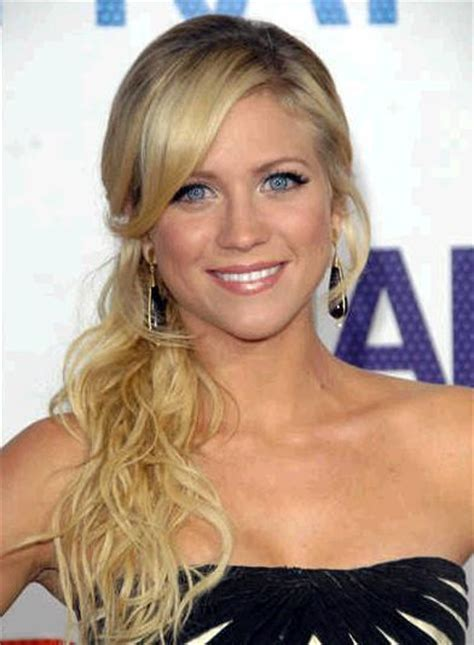 bangs hairstyles for heart shaped faces hairstyles that flatter your face side swept bangs for