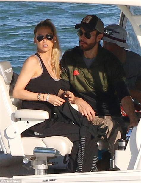 boat ride spanish anna kournikova and enrique iglesias enjoy boat ride