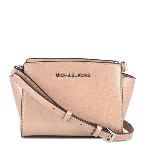 Michaelkors Mini Messenger Pink michael by michael kors selma mini pink saffiano messenger