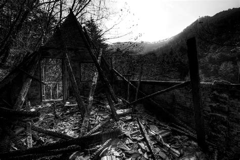 house burnt down file burnt down house 6811031845 jpg wikimedia commons