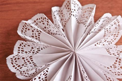How To Make Flowers Out Of Paper Doilies - diy doily pinwheels