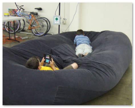 Sofa Untuk Anak dekorasi ruangan dengan sofa bean bag desain rumah unik