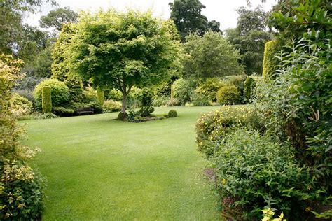 garden uk 壁紙 2040x1360 公园 crathes castle golden garden uk 大自然 下载 照片