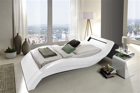 jugendbetten günstig mit matratze dunkles wohnzimmer