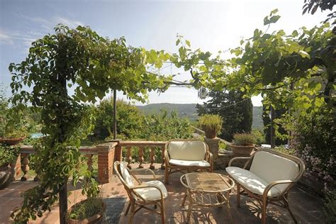 terrasse toskana ferienhaus siena mit privatem pool in radicondoli toskana