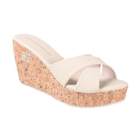 Toko Grosir Sepatu Yongki Komaladi jual yongki komaladi sbdo 610047 sandal wedges harga kualitas terjamin