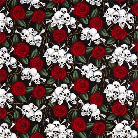 imagenes de calaveras rojas tela negra de alexander henry con rosas y calaveras