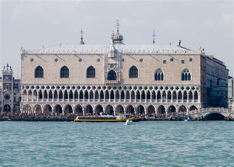 how to quot read quot venice s palaces piazza san marco