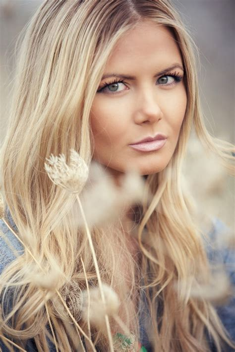 blonde hair on seniors barefoot blonde hair ideas hair ideas pinterest