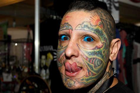 eyeball tattoo in usa eyeball tattoo quanto 232 doloroso e cosa si rischia con il