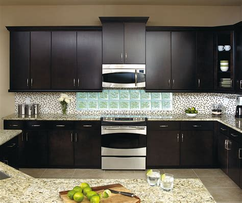 Sarsaparilla Color Cabinets by Kitchen With Sarsaparilla Cabinets Aristokraft