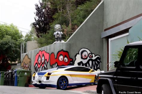 chris brown covers his whole crib in graffiti