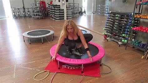 esercizi con tappeto elastico monia fitness trolino elastico con elastici esecizi per