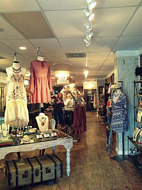 Clothing Boutique Decor by 25 Best Ideas About Consignment Store Displays On