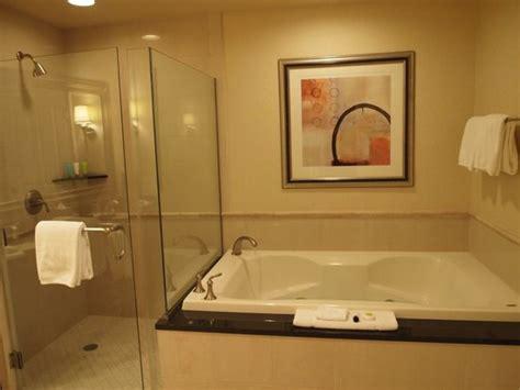 mgm grand bathroom foto de signature at mgm grand las vegas king size bed