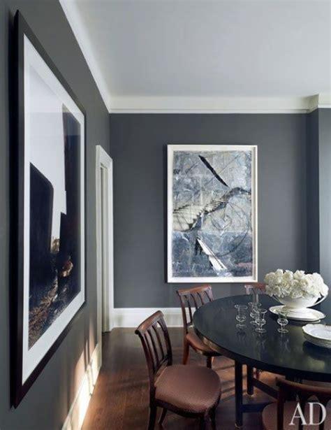what color to paint living room with grey sofa comment bien disposer ses tableaux sur les murs