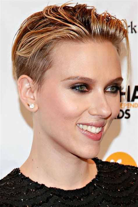 why scarlett johansson cut hair scarlett johansson secretly married romain dauriac but do