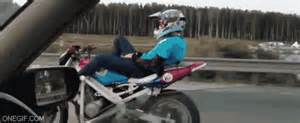 motosiklet kullananlarin sinirden balatalarini yakan