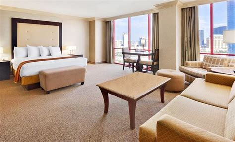 brazilian themed vegas hotel rio all suite hotel and casino groupon