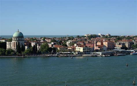 in vendita al lido di venezia lido di venezia passeggiando in bicicletta tra il mare e