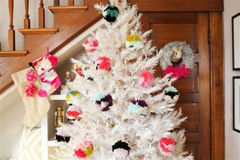 maneras de adornar el arbol de navidad 12 formas frescas y festivas de decorar el 225 rbol de navidad