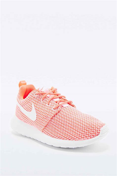 Home Decoration Pinterest by Baskets Femme Nike Corail