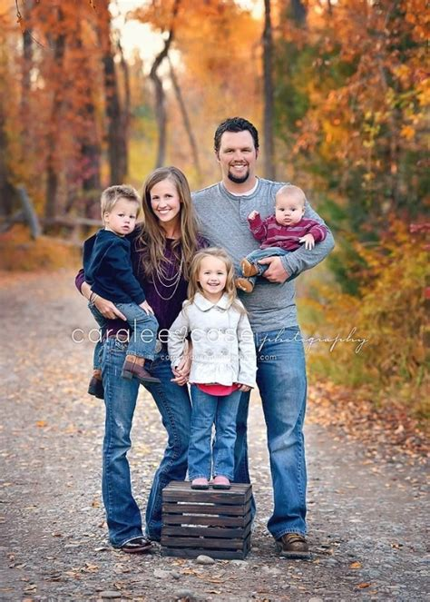 family of 5 photo ideas 2 cozy 27 fall family photo ideas you ve just got to