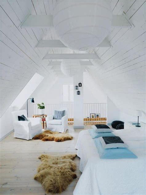keep it all in white in the bedroom when theres no room s 233 lection de chambres sous combles picslovin