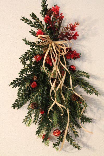 christmas hemlock bell swag www exclusivelychristmas com