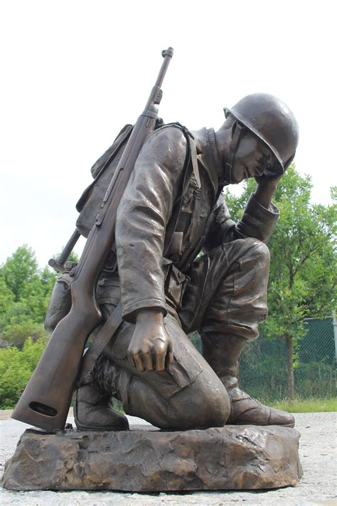 life size kneeling soldier memorial statue all classics