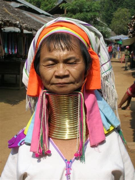 schiave gabbia myanmar le donne giraffa leggenda di seduzione o schiave