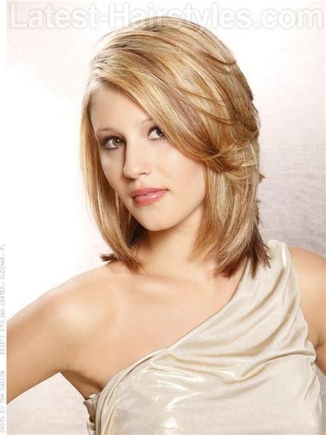 shoulder length hairstyke oval medium length haircuts for oval faces