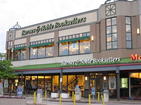 Barnes And Noble On Clybourn barnes noble booksellers depaul chicago il verenigde staten yelp