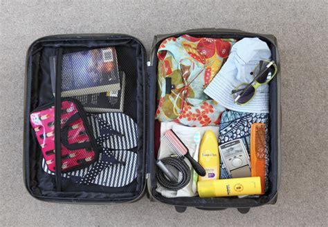 cose da portare in vacanza cosa portare in vacanza al mare essential travel