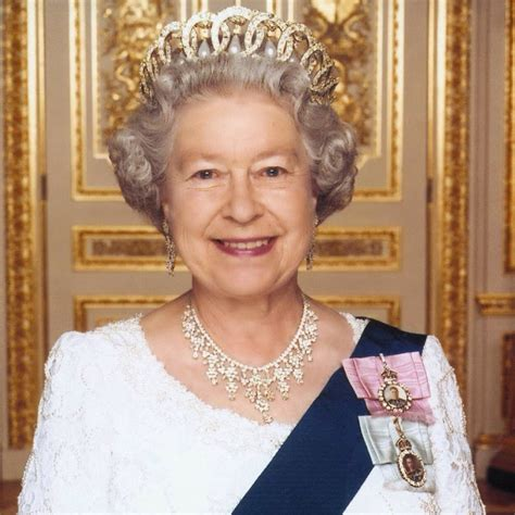 biography of queen elizabeth 2 pa queen elizabeth plaid queen twitter