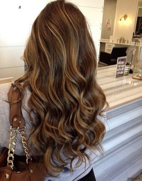 atemberaubende braune haare mit blonden straehnen